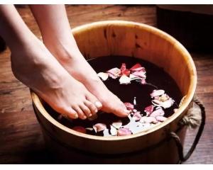神奇!洗脚水里加
