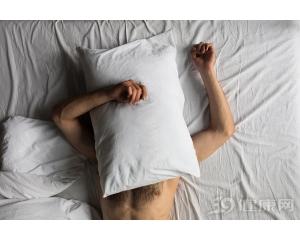 平常男人裸睡